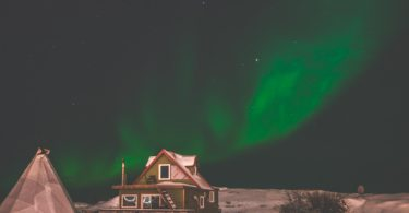 Yellowknife Aurora over Houseboat